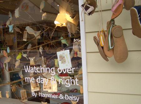 Mine_hammer_and_daisy2