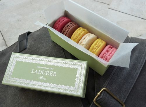 Laduree_macarons_00
