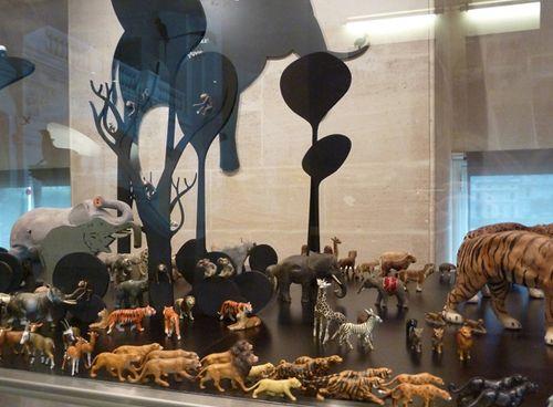Animal_exhibit_paris03