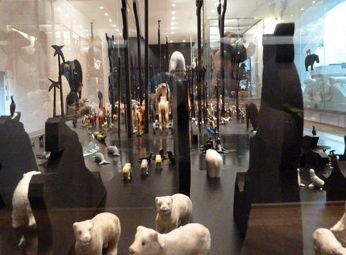 Animal_exhibit_paris05