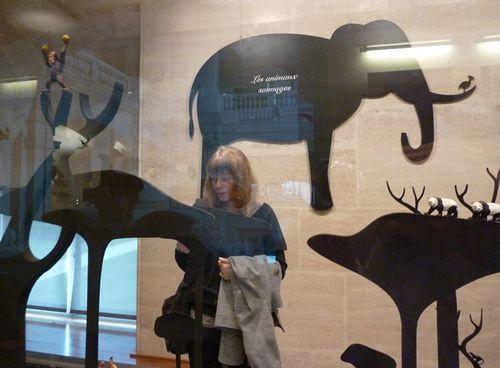 Animal_exhibit_paris08