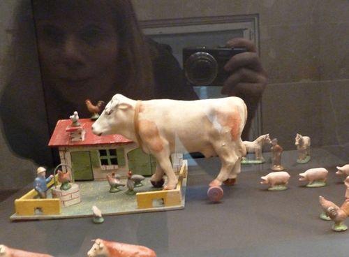 Animal_exhibit_paris01