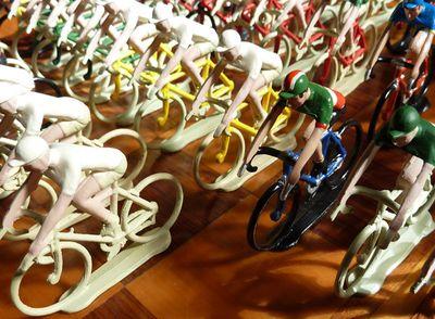 Tiny_riders_07