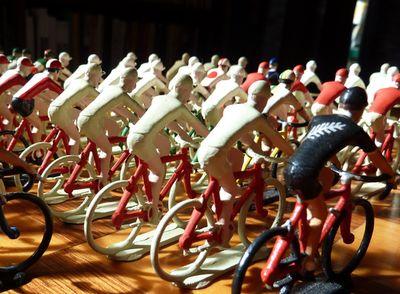 Tiny_riders_06