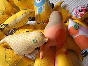 Yellow_canary_love2